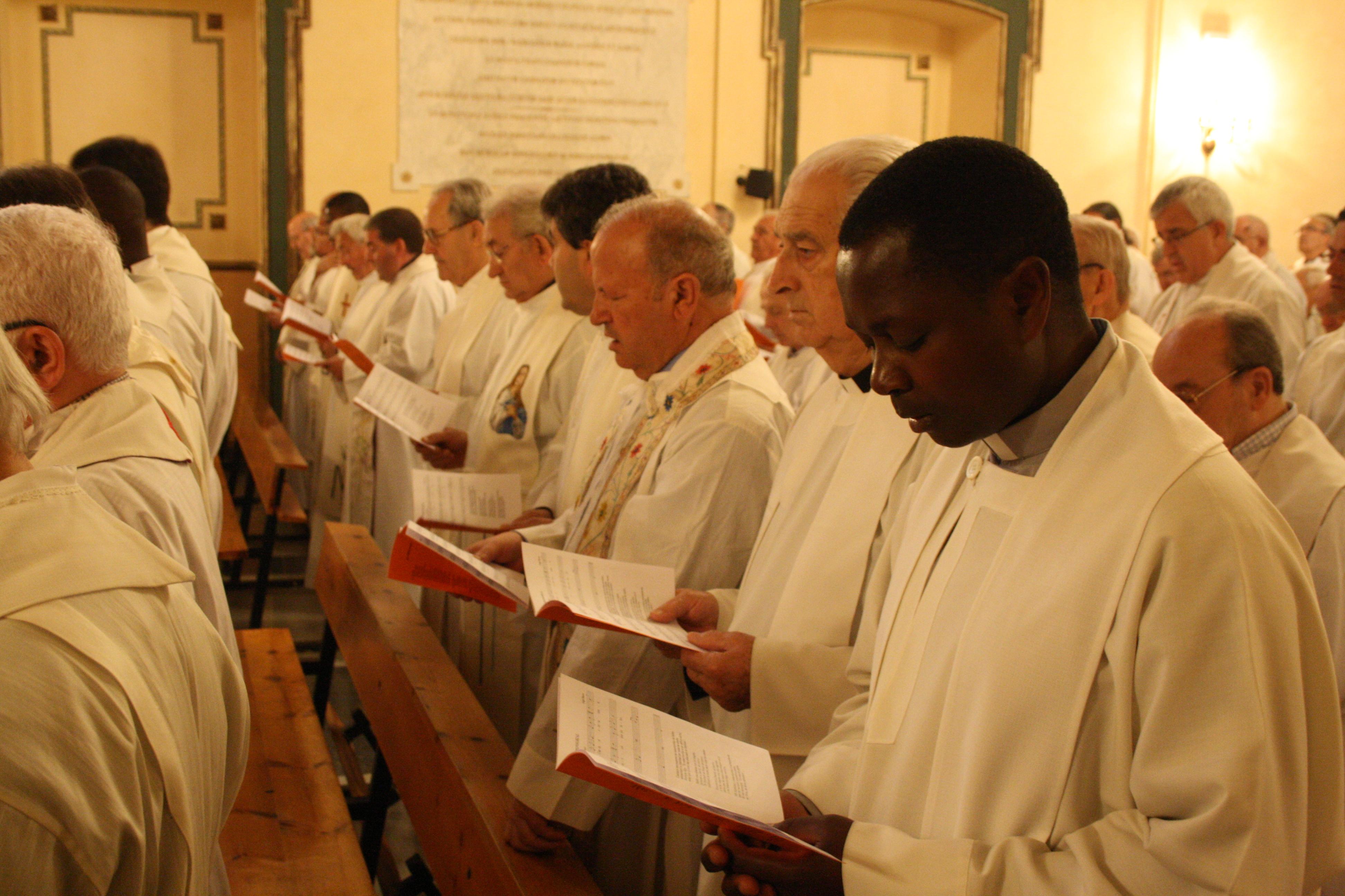 En la eucaristía participó un numeroso grupo de sacerdotes.