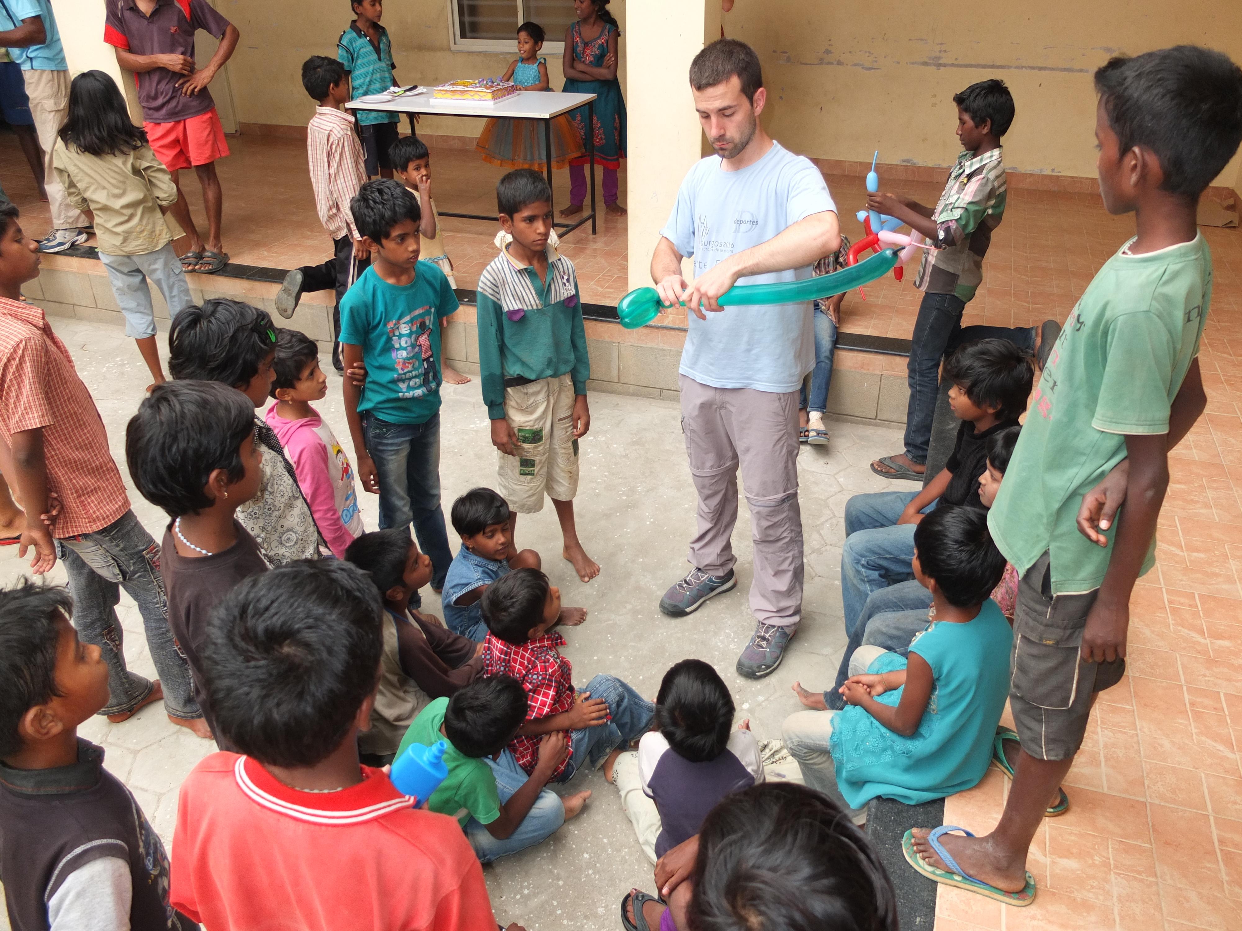 Un año más, los universitarios burgaleses se han solidarizado con los empobrecidos de la India.