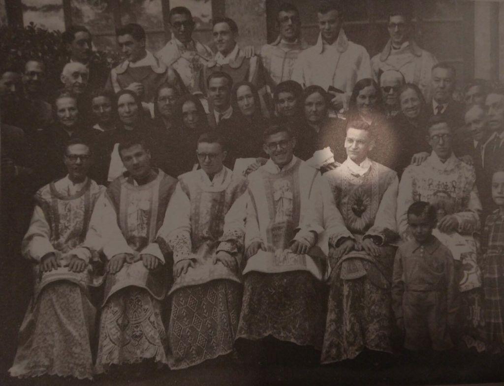 Don José, destacado, el día de su ordenación sacerdotal.