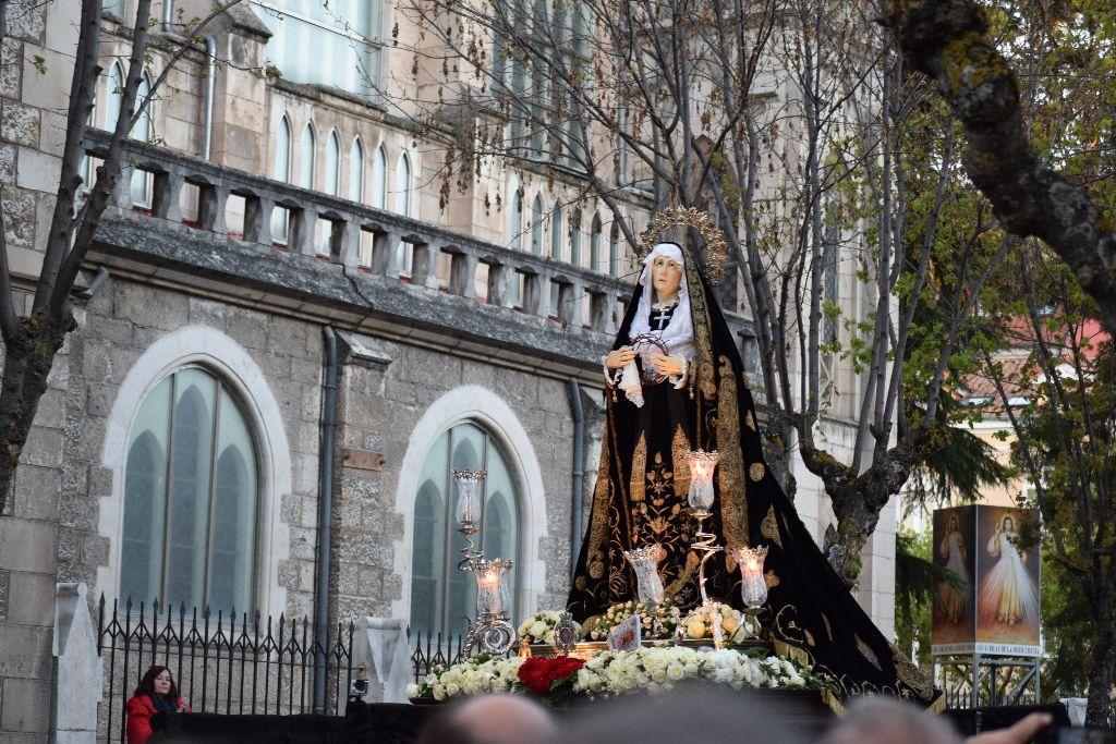 La Virgen de la Soledad procesiona el Sábado Santo.