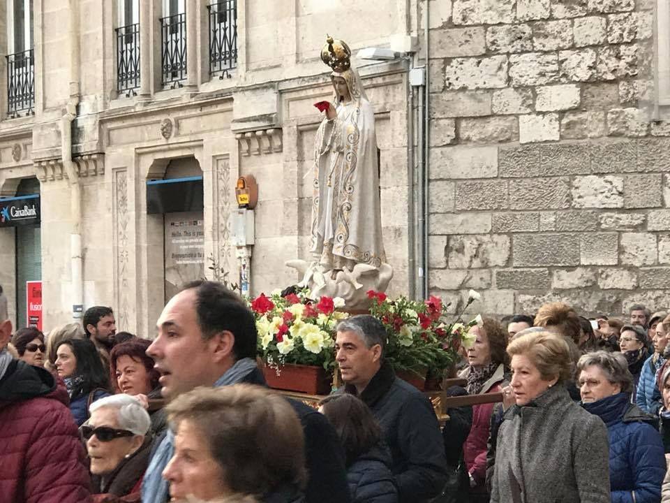 Imagen del tradicional Rosario de la Aurora cada 13 de mayo en Burgos.