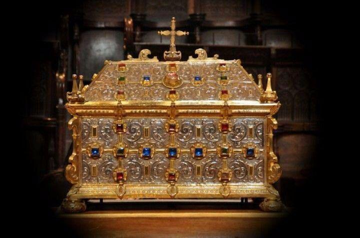 Es la primera vez que la urna de plata con los restos del santo sale de Oña.