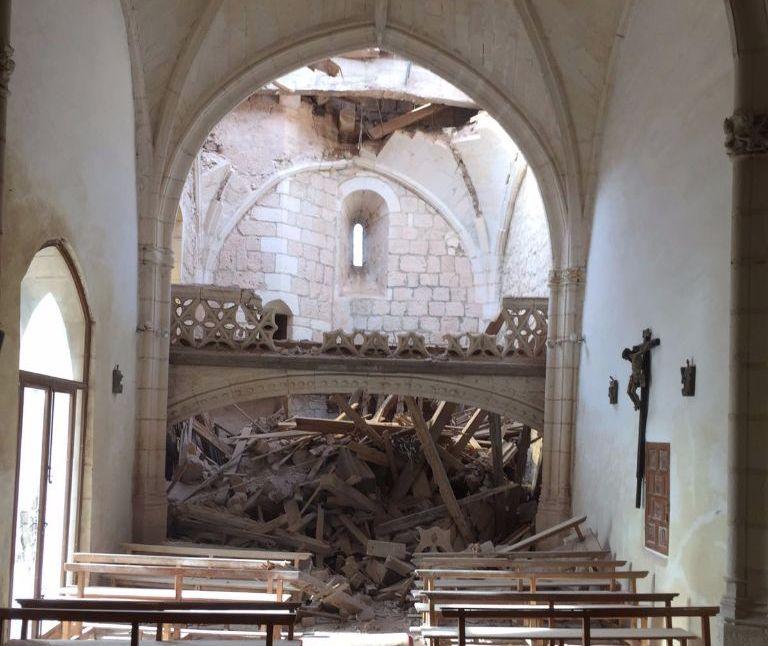 Así quedó el interior del templo tras el temporal.
