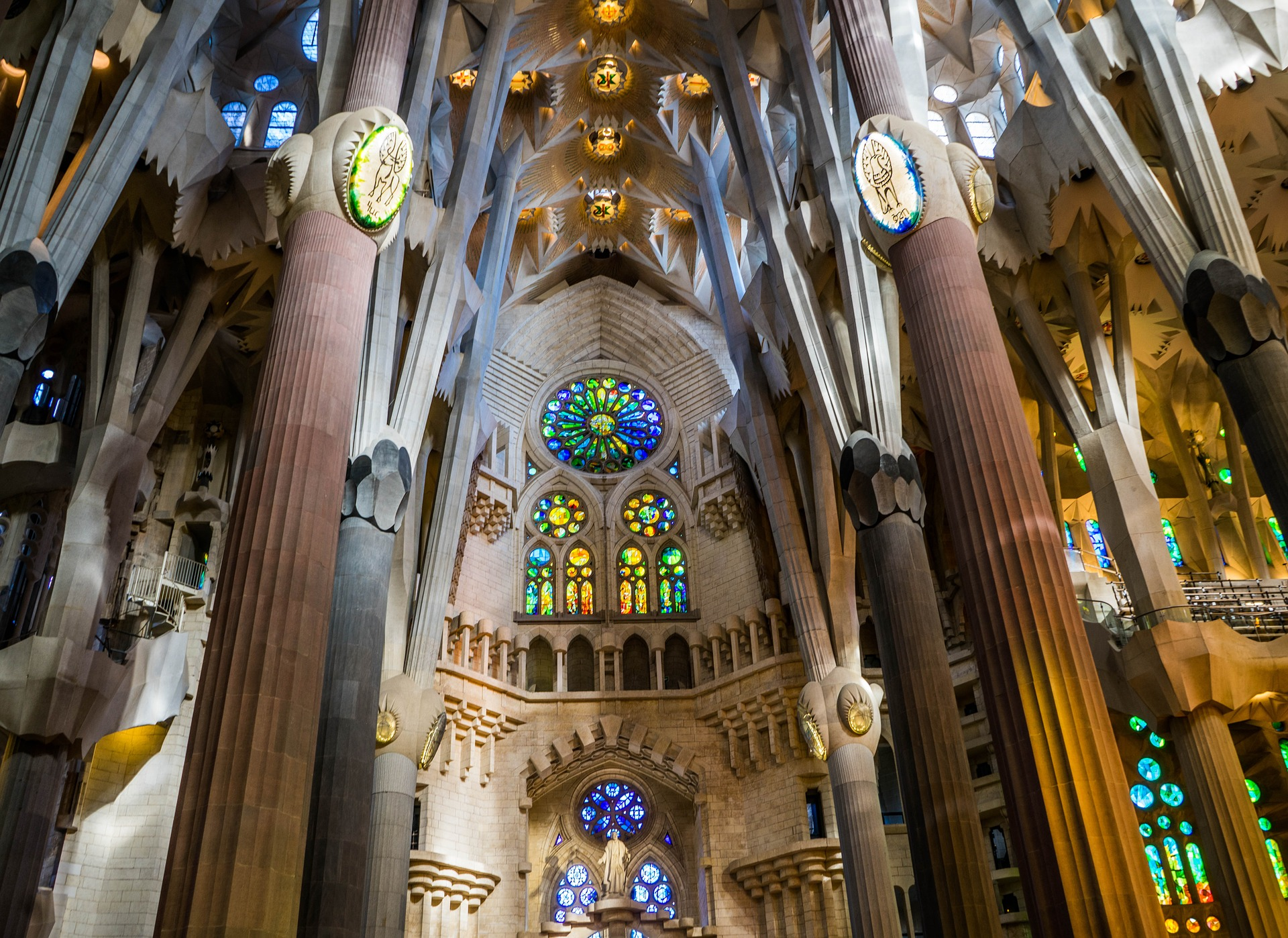 sagrada-familia-cathedral-1181778_1920