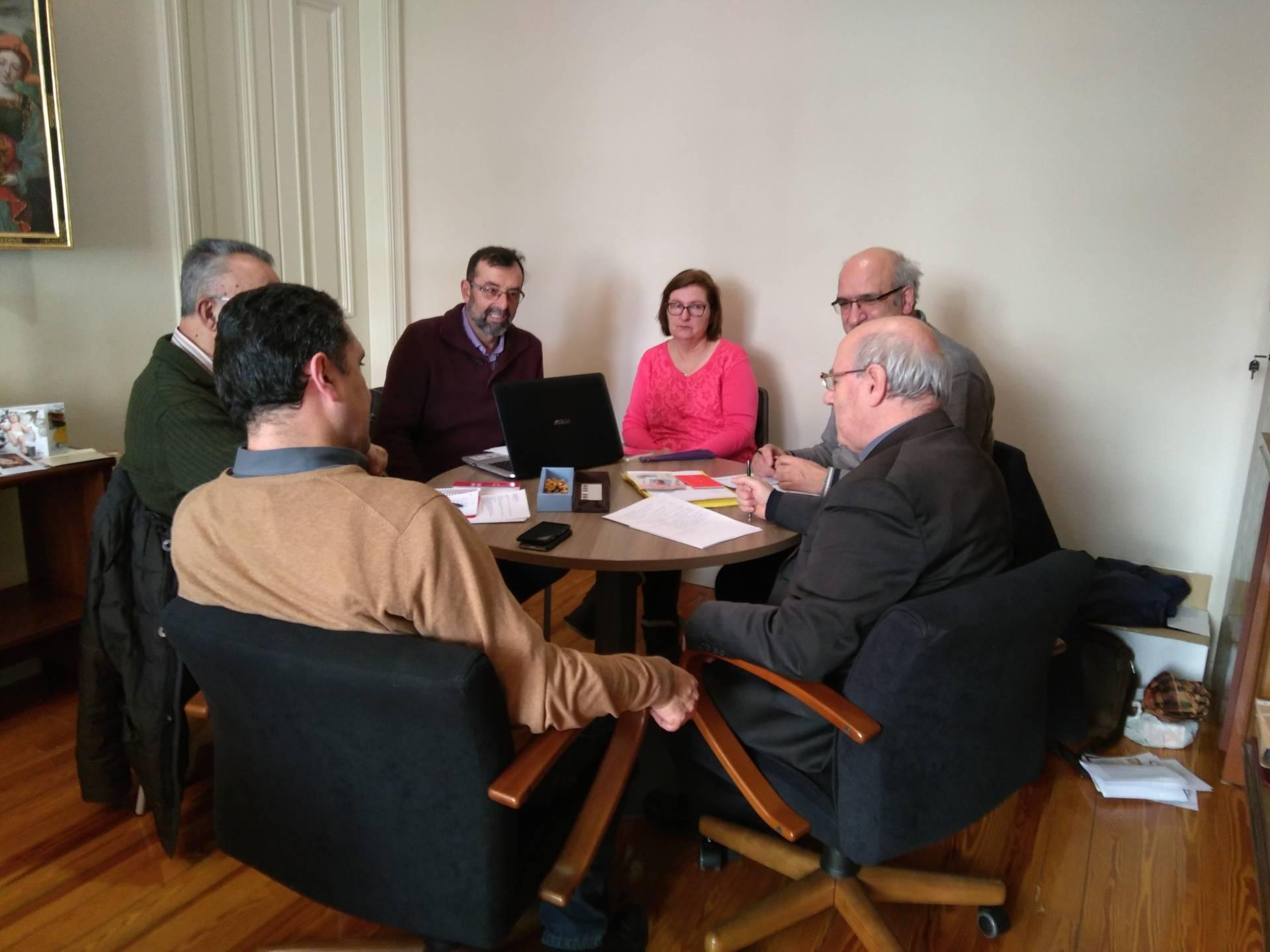 Reunión de los miembros que forman la comisión que promueve la beatificación de Marta Obregón.