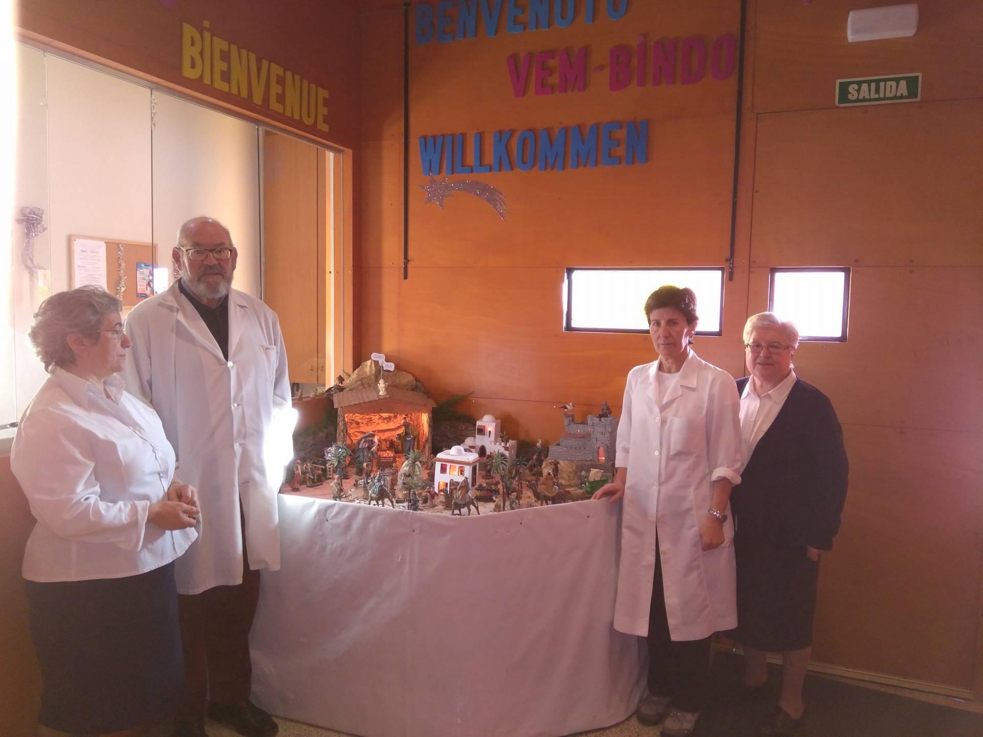 A la izquierda, sor Lali y José Luis, un voluntario. A la derecha, sor Lourdes y sor Ángela.
