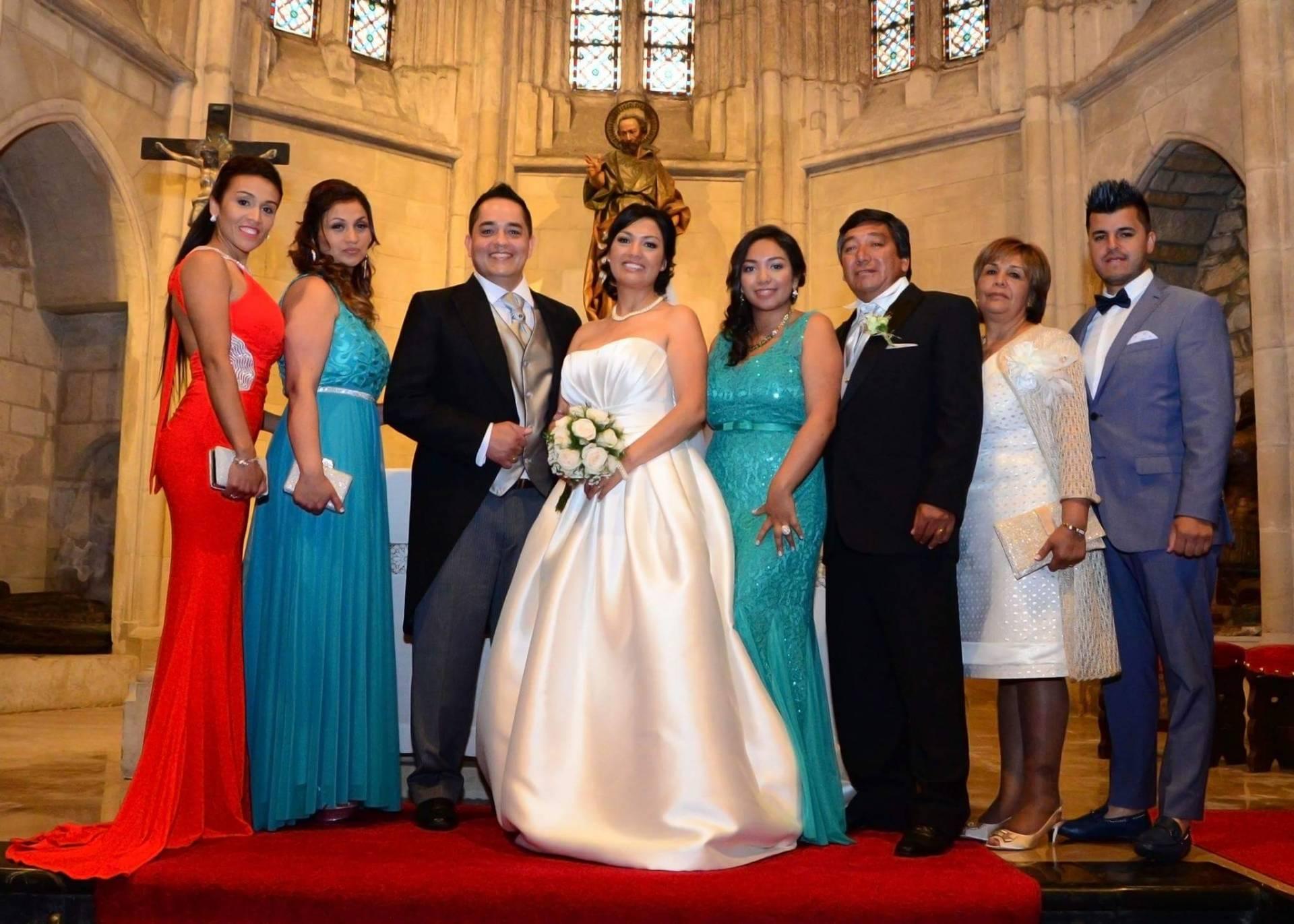 María Eloísa, la segunda por la derecha, en el día de la boda de su hijo.