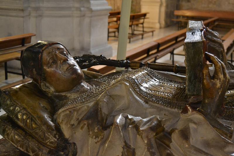 Imagen del sepulcro del santo.