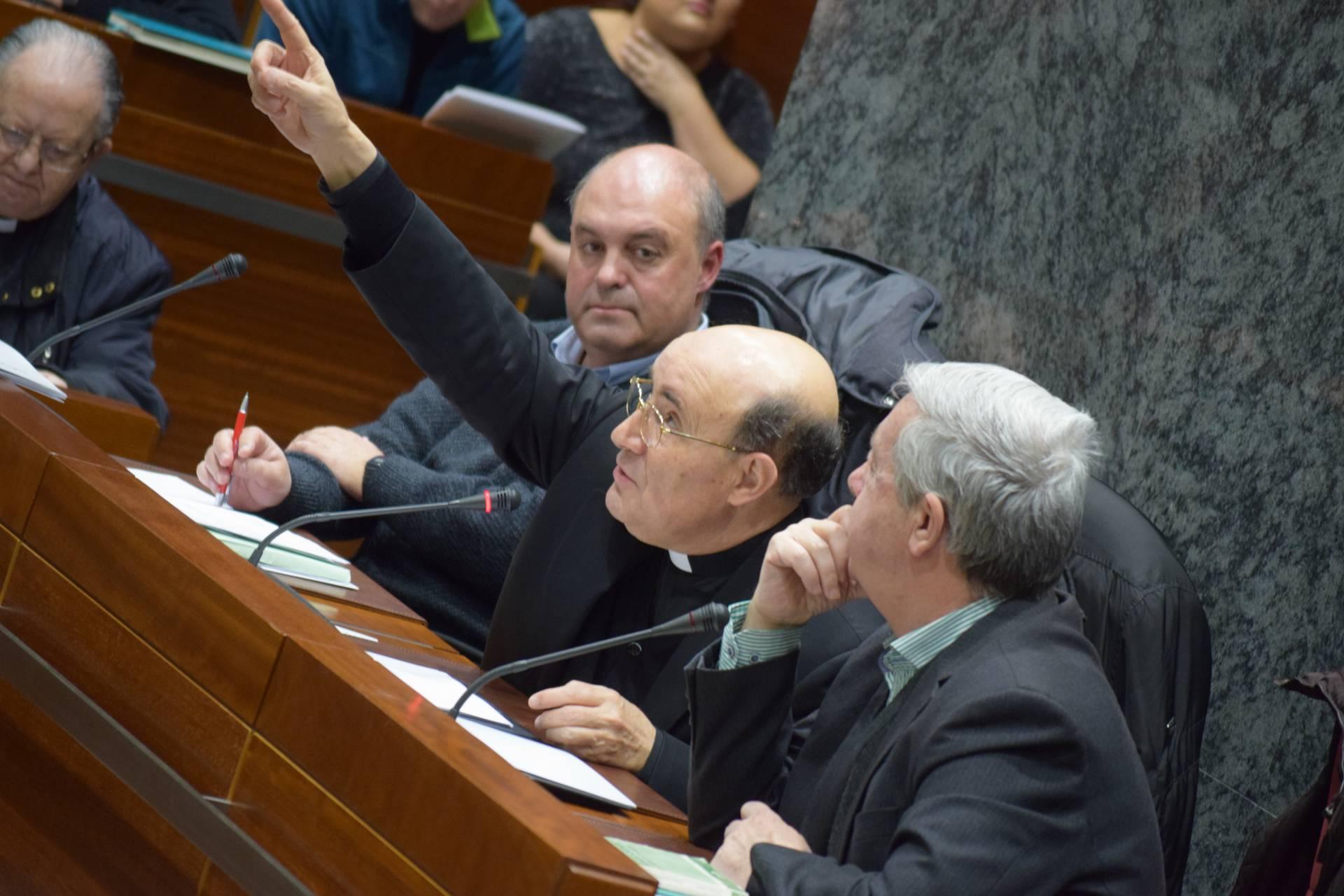 El arzobispo, durante un consejo diocesano de pastoral.