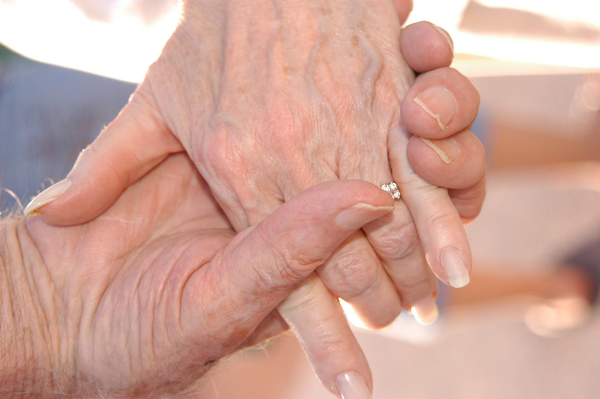 grandparents-2778661_1920
