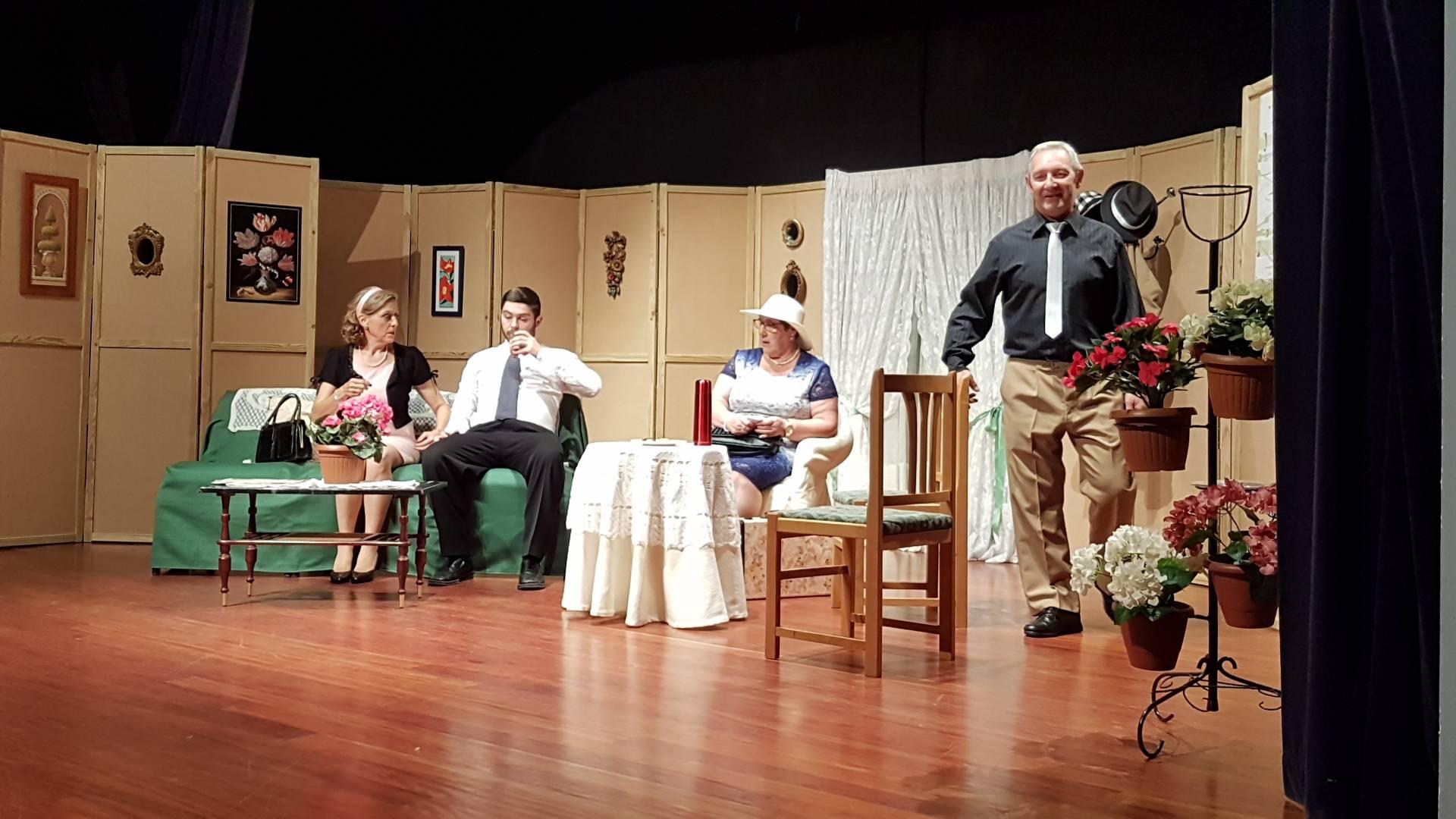 Representación de la obra «Melocotón en almíbar» por parte del grupo Barataria Teatro.