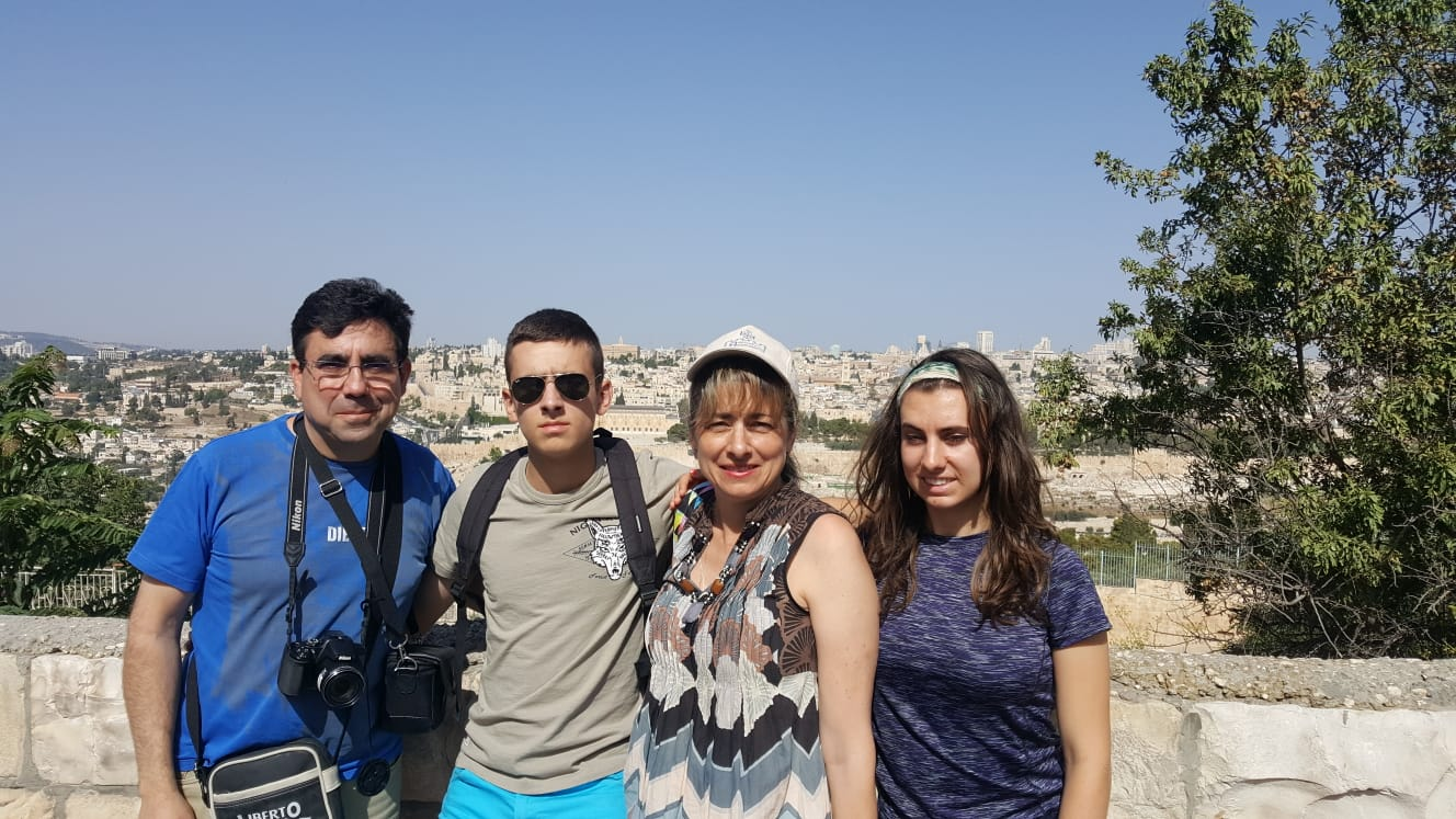 La familia Calle Bringas, en Jerusalén.