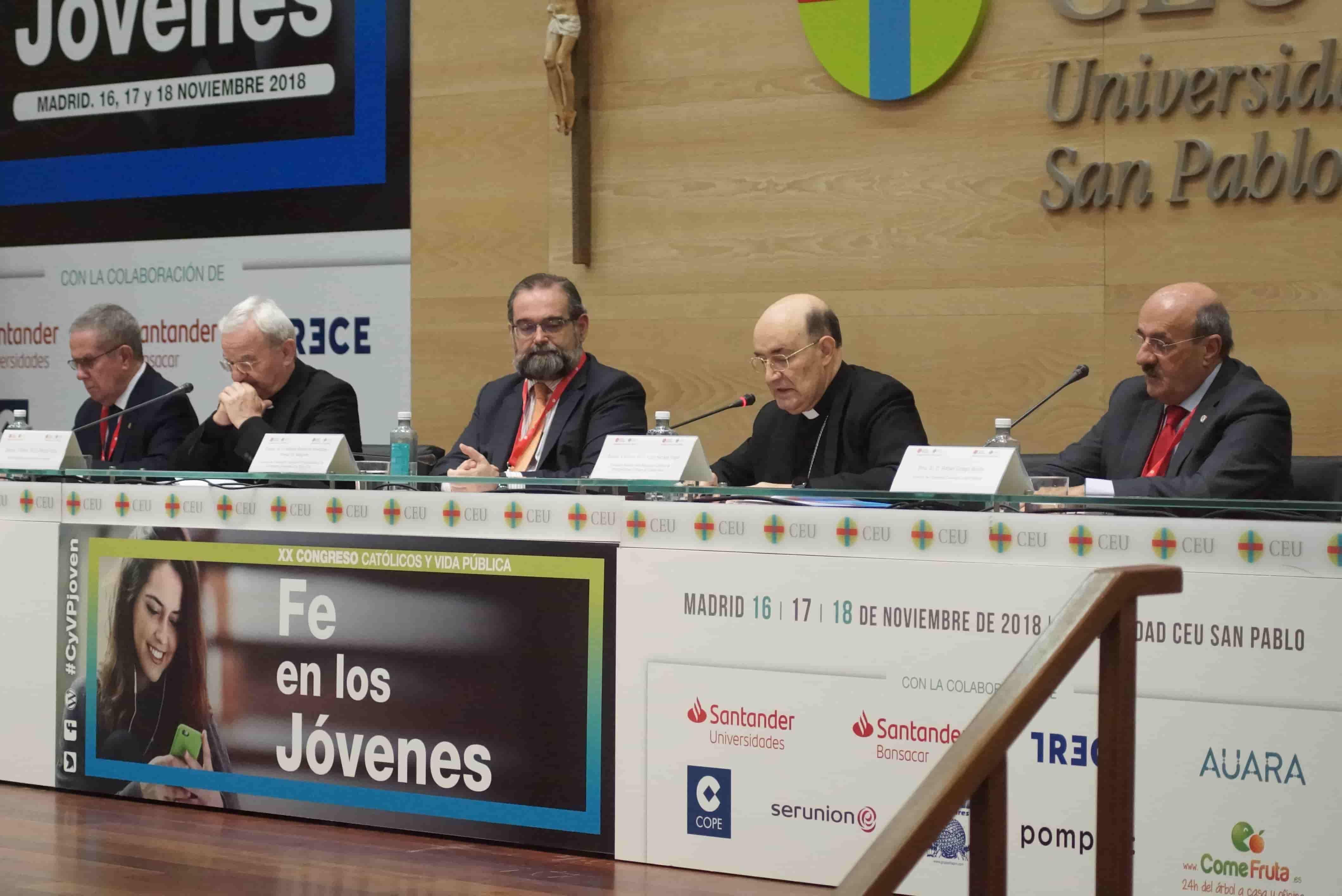 El arzobispo, durante su intervención. Foto: acdp.es.