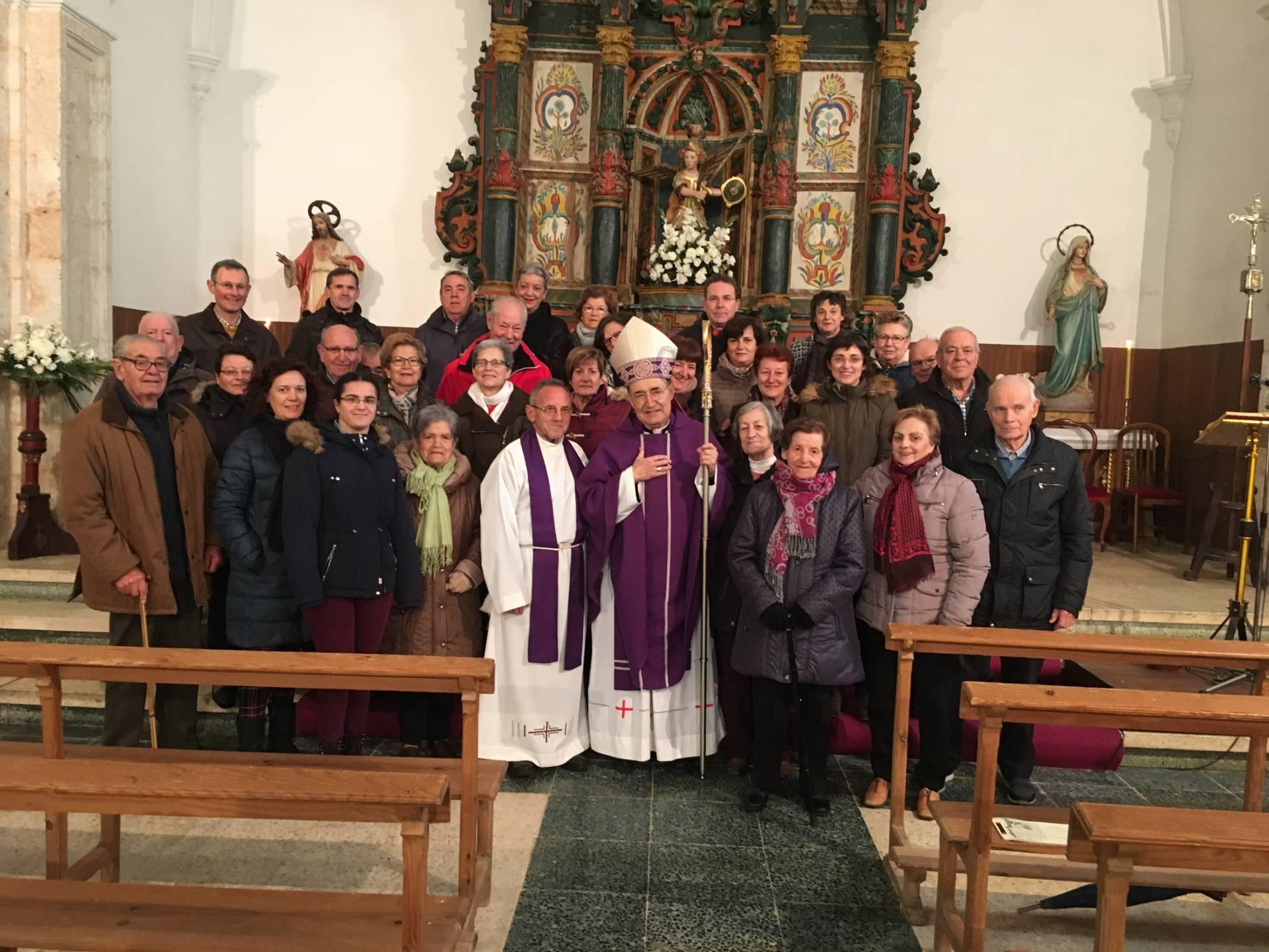 Agustín, junto a don Fidel Herráez, en la visita pastoral a Sasamón, en diciembre de 2018.