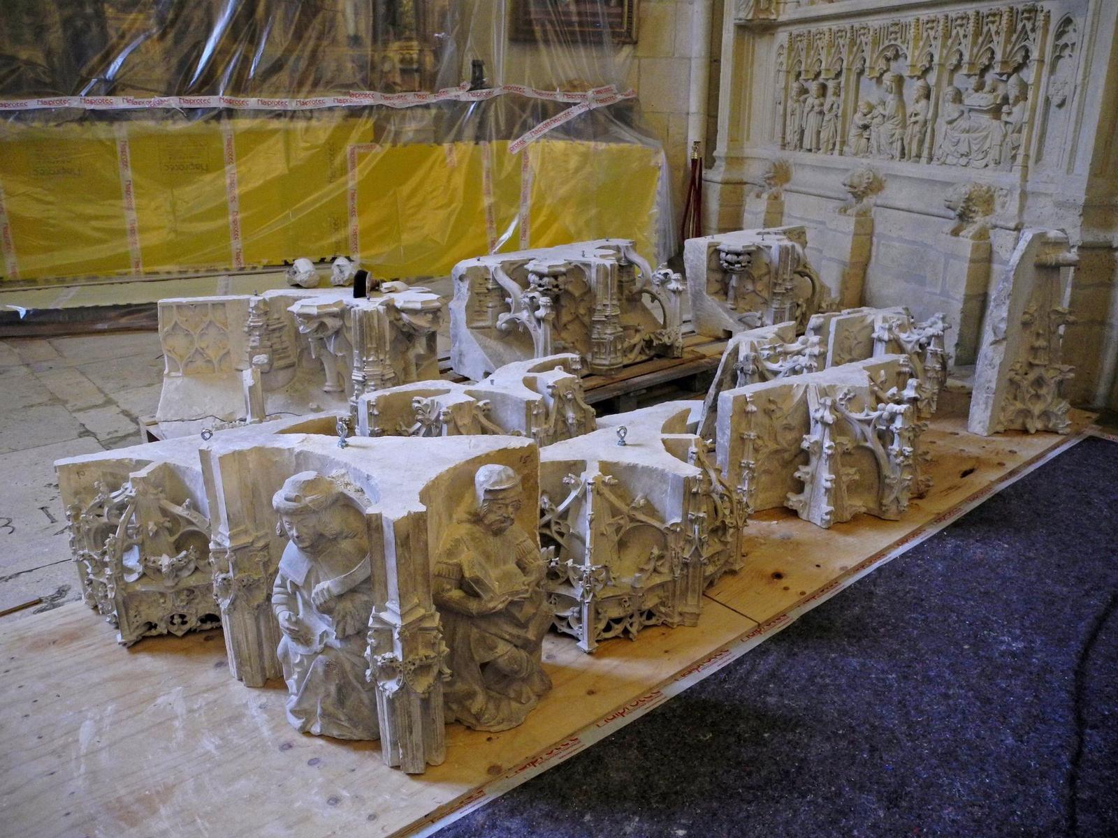 Piezas del trasaltar esperan en la capilla de San Gregorio su traslado a Pellejería para su restauración. Foto: @chechugarate.