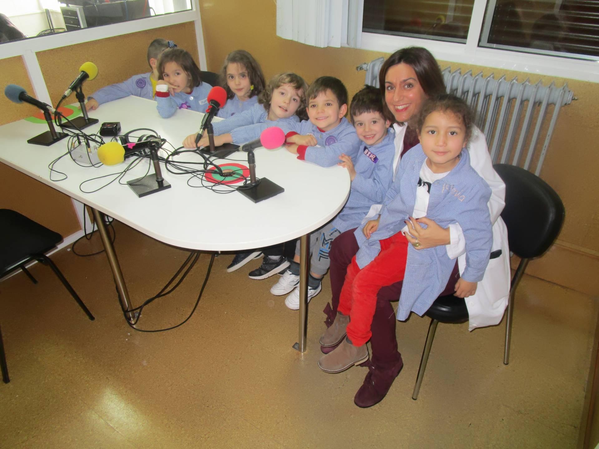 Rosalía Sánchez con los niños de «Infantil al ataque».