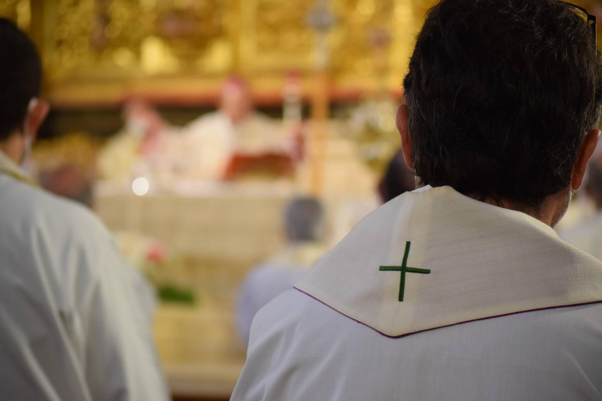 sacerdotes cáritas