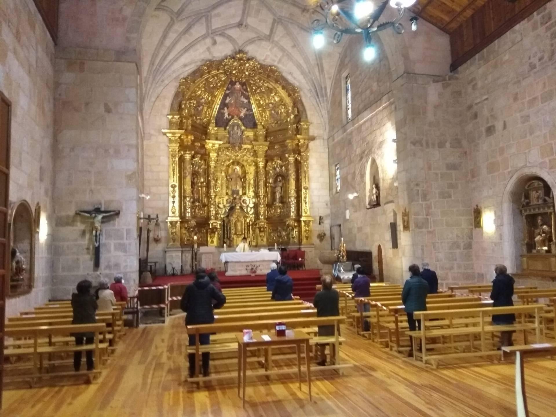 La primera eucaristía en Canicosa de la Sierra, al pasar a la «fase 1» de la desescalada.